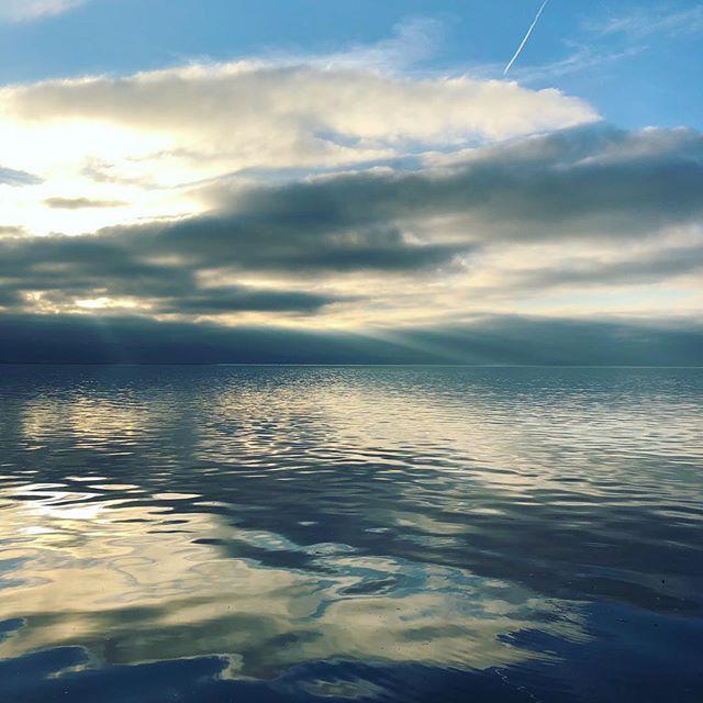 Super geile Stimmung heute am #Bodensee. Wo treibt Ihr euch an diesem Wochenende so rum? #Bodensee #Lindau #Konstanz #Lake #See #Constance #Bregenz #Österreich #Schweiz #Austria #Alpen #Berge #Wasser #Winterstimmung #Insel #Ufer #Vorarlberg #Border
