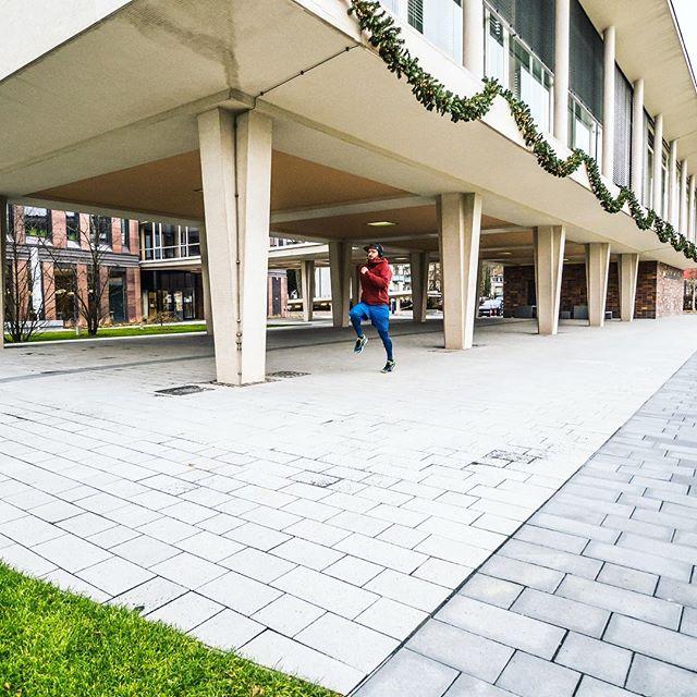 Heute geht es endlich mal wieder #Laufen mit der @werunfrankfurt Crew. Fit werden fürs #Skifahren 😜 Wie läuft es mit euren Zielen für 2018? Alle noch erfolgreich dabei? #immerweiter #noexcuse 💪 ⛷🏃🏽♂️ . . #Frankfurt #Sport #Laufen #Joggen #werunfrankfurt #Crew #running #Fitness #Ski #Winter #Outdoor #Main #Ziele #2018 #goforit #photography #ffm #Hessen #Vorsätze #felixklingpictures