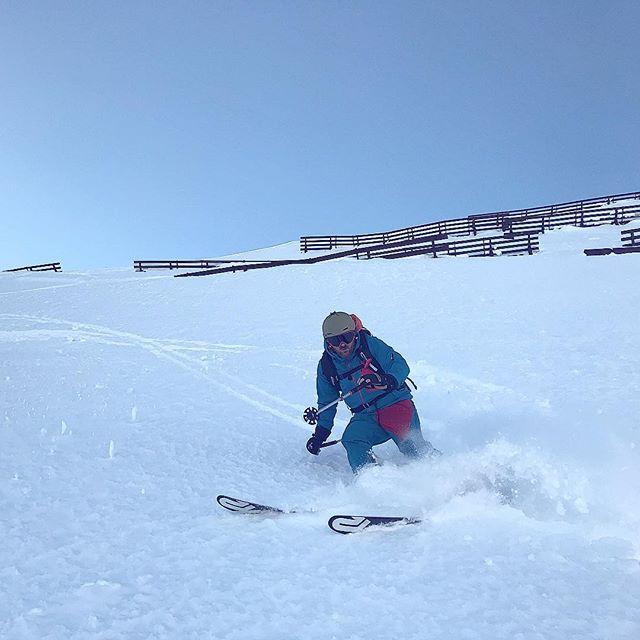 Auf ins Wochenende! Was ist bei euch geplant? #Skifahren? #Laufen? Oder einfach nur relaxen? 🎉⛷💪 #Sport #Wochenende #Skiing #Winter #Snow #Vorarlberg #Österreich #Schneefall #Frankfurt #Weekend #Goforit #takeiteasy #frei #relax #joggen #fitness #travel #reisen #Urlaub #Sonne #bestday #friends #felixklingpictures
