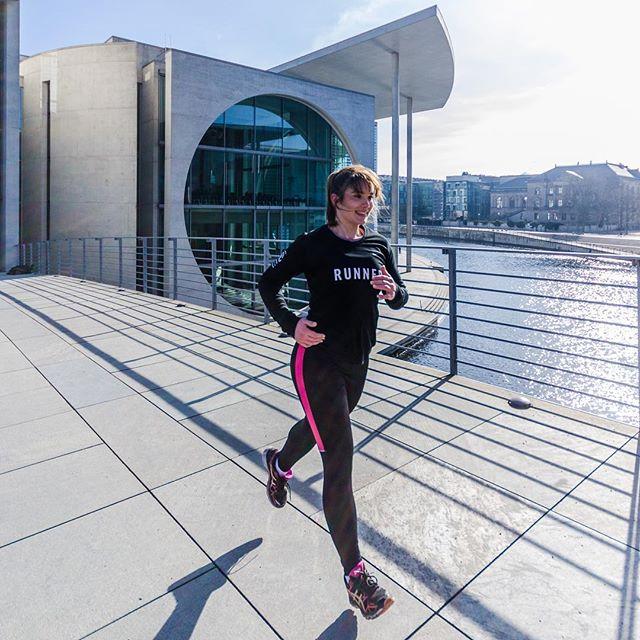 Mit Vollgas in die neue Woche! #mondaymotivation @__fitlifeofsusi__  #Montag #Laufen #Sport #fitness #fitnessgirl #floorrriiimotiviert  #felixklingpictures