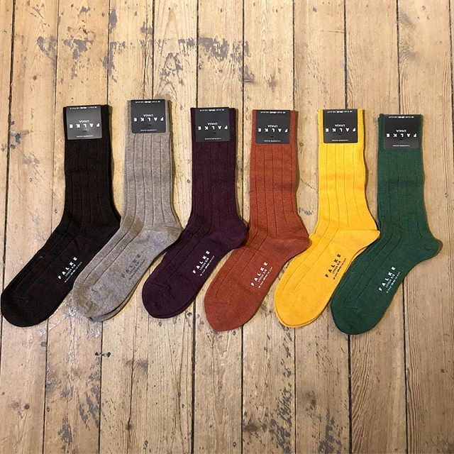 Brrr!! This cold but beautiful morning we would like to recommend our socks in a merino/cashmere blend. With a elegant ribbed structure it's a perfect choice for keeping your feet warm🧦👌🏼 ———— #falkesocks  #falkesocksforthewin ————- Shop open 11-18 Dm for details