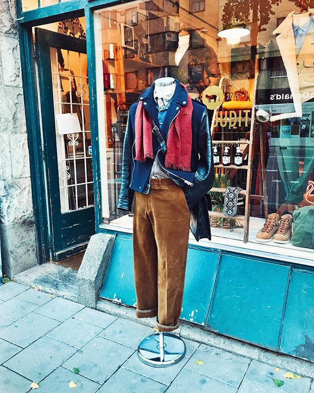 Sunday outfit pick! The cold has come in with a vengeance so it's time to dress for the occasion.  Jacket #acnestudios  Denim jacket #lee  Striped shirt #adnymatelier  Hound tooth scarf #vintage  Brown pants #germano for #lundochlund  Black leather briefcase #baron
