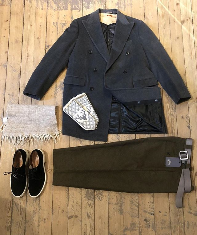 Prepare yourselves for a cold and dark winter with pieces from the shop, here's a few staff picks✨❄️ ————————- Coat #Corneliani Liner Jacket #Needles Sweater #Barena Pants #LevisMadeAndCrafted Shoes #AcneStudios Belt #Patagonia Scarf #Vintage Knitted Gloves #Vintage ————————- Welcome to the shop - open 11-18!🌨✨ ————————- #Corneliani #Needles #Barena #Levis #Patagonia #Vintage #Acne #Stockholm