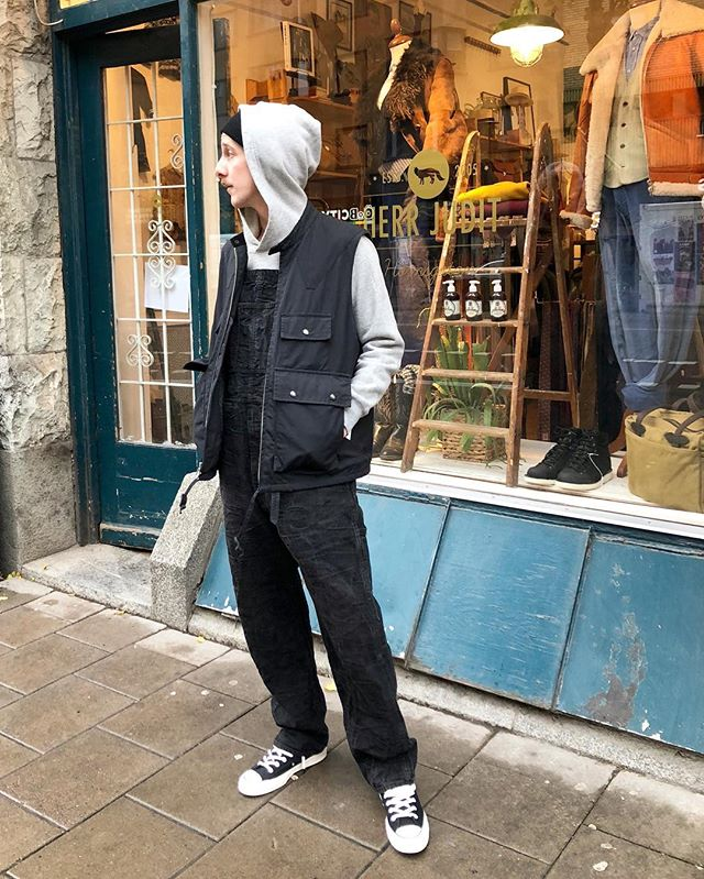 Finally friday! Come by and check the news! Shop open 11-18 and don't forget to enjoy your weekend! DM for details ———- Textured Dungarees by #supreme  Vest by #engineeredgarments  Hoodie by #neighborhoodjapan  Sneakers by #conversedoverstreetmarket  Beanie by #amandachristensen