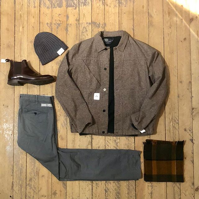 Monday AGAIN! This is the staff pick off the day: Over shirt: #garbstore  Cashmere sweater: #poloralphlauren  Pants: #stoneisland  Chelsea-boots: #crockettandjones  Beanie: #amandachristensen  Scarf: #vintage 🌾🍁🍂🐉 Open until 18