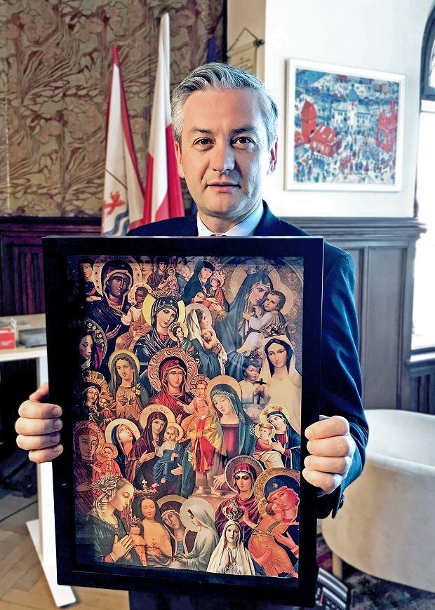 Pan Robert ze Słupska, znany kolekcjoner świętych wizerunków..