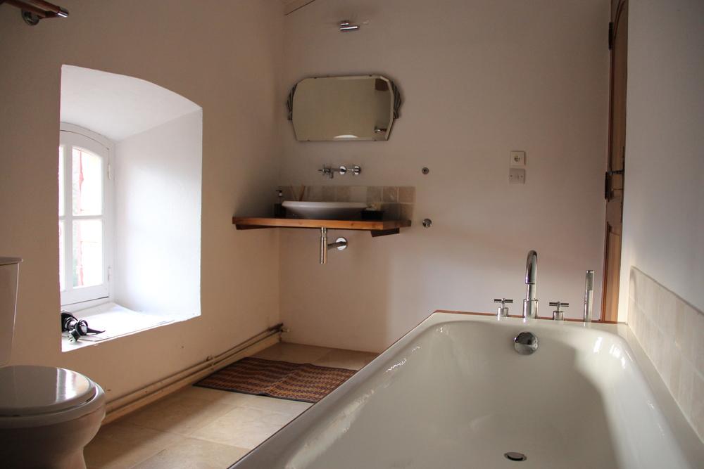 Hand-shower bath