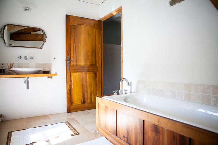Bath, washbasin and WC