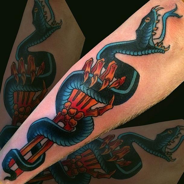 snake_skullhand.jpg