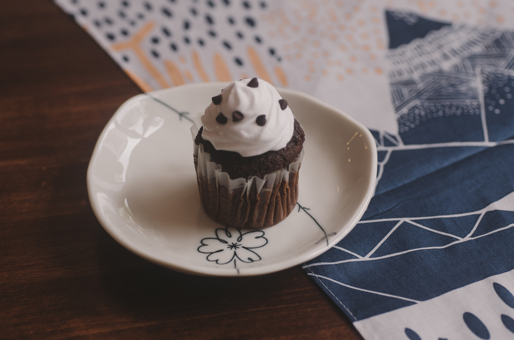 Cupcake (9 cupcakes) : 380.000VND Chocolate / Red Velvet / Vanilla