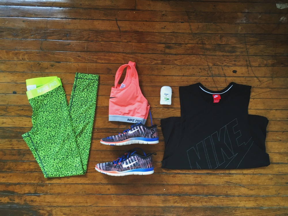 (1) Leggings:Nike (2) Sports Bra:Nike (3) Shoes:Nike (4) Shirt:Nike