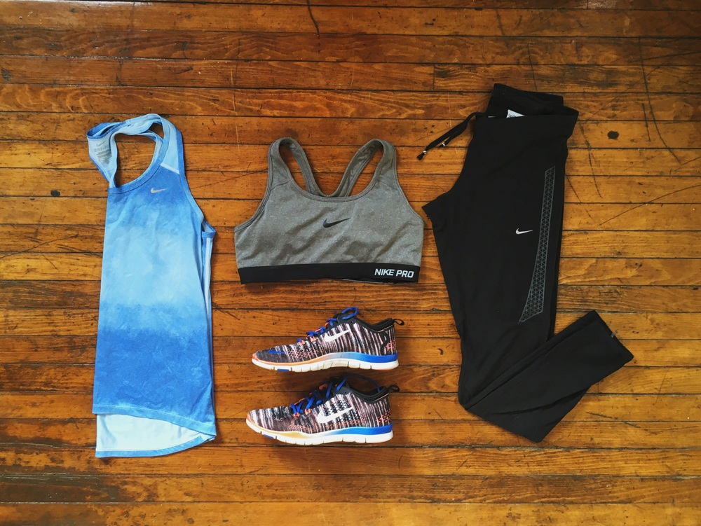 (1) Tank:Nike (2) Sports Bra:Nike (3) Shoes:Nike (4) Leggings:Nike