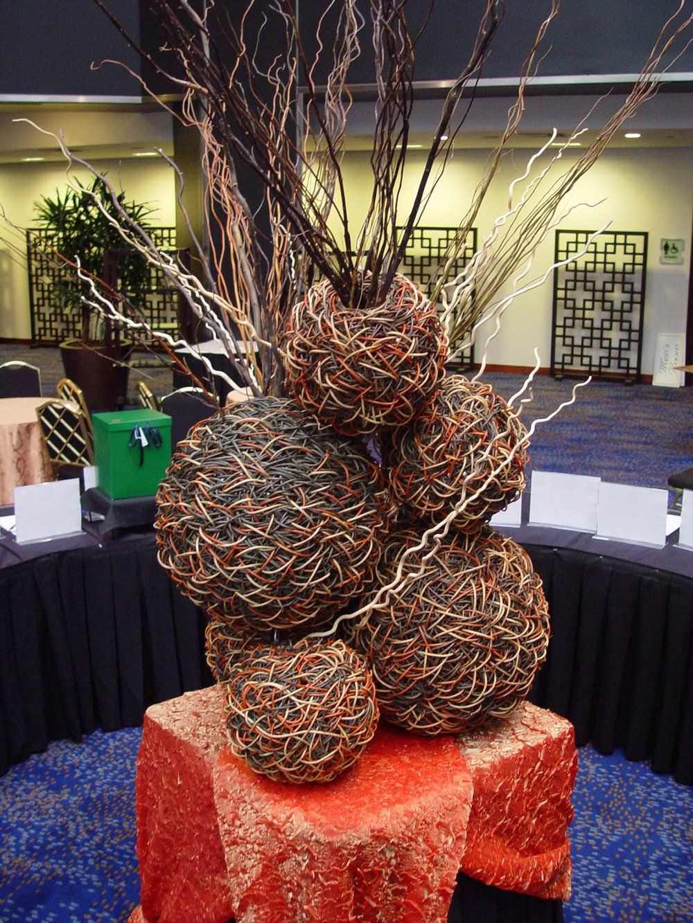 Natural+sphere+sculptural+table+display+-+NJ+NYC+event+decor+from+Eggsotic+Events.jpg