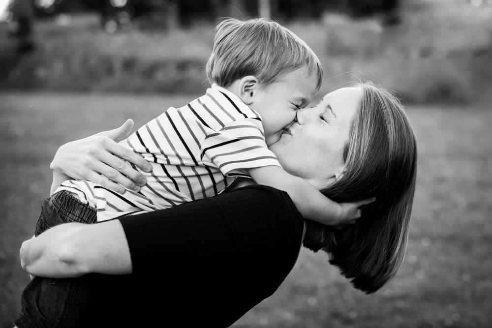 JuliaMatthewsPhotography_MadisonWisconsinFamilyPhotography_Families-21.jpg