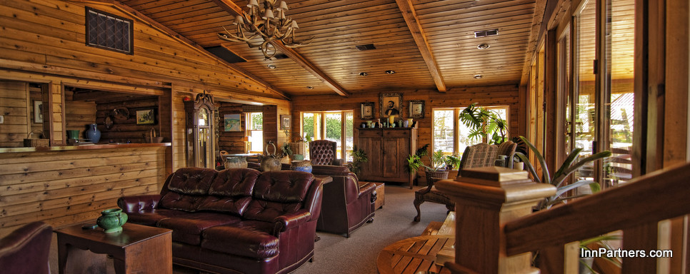 one-of-the-many-sitting-rooms-in-the-lodge.jpg