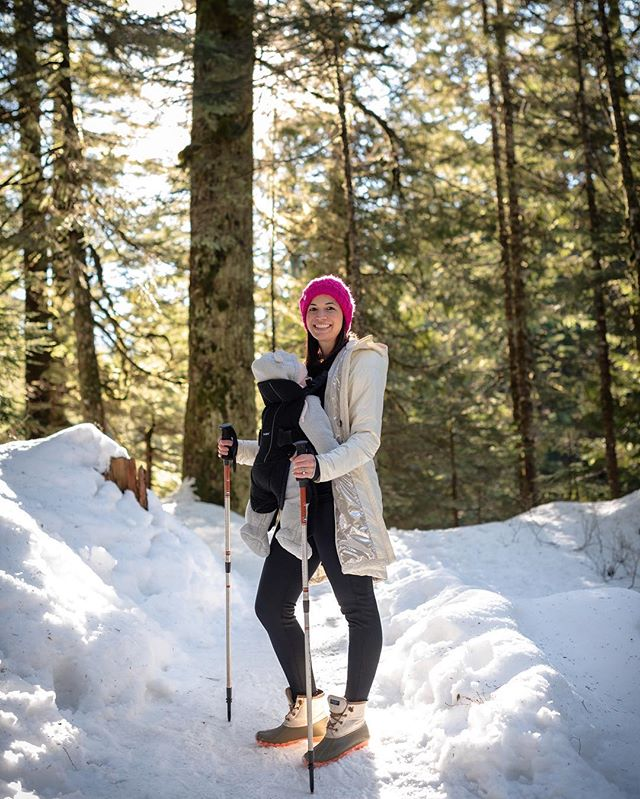Everyone back in the DMV is making us a little jealous with all the snowfall. Decided to go on an adventure with these two to find some of our own pow pow in the PNW. #snoqualmienationalforest #snowday #pnw