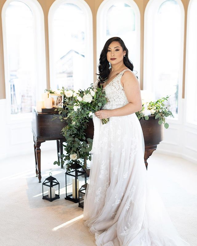 Had the chance to team up with a few Creatives to do a styled shoot. Thank you @serenity_weddings for setting this up. . . Floral @chloenicoleweddings  Hair/Makeup @rbullbridal  Dress @brides_for_a_cause  Staged goods @sweetbuffetlady . . #weddingdress #pnwwedding #wedding