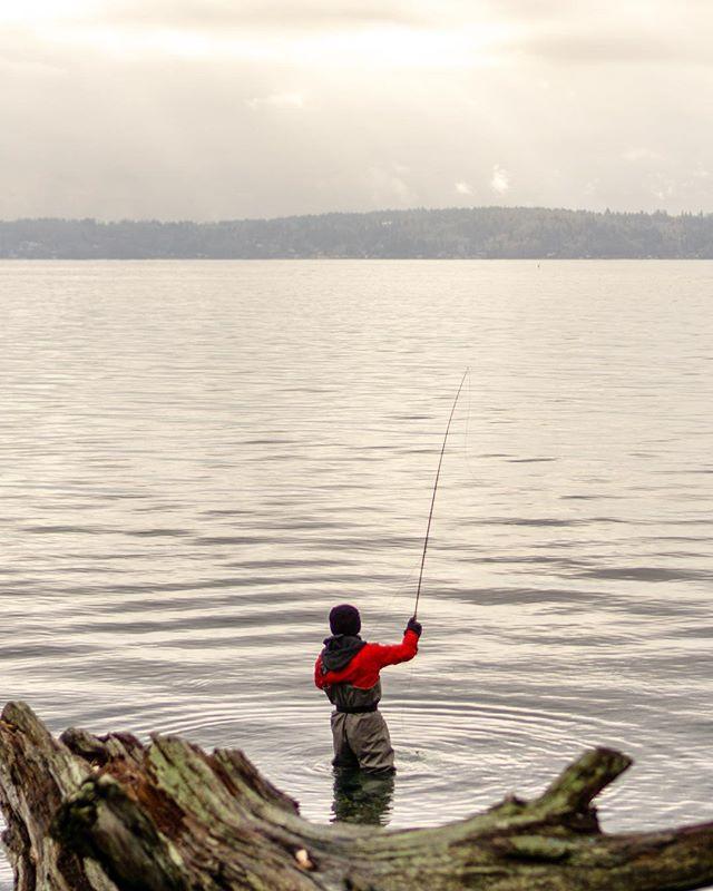 Here fishy fishy🐟🎣. . . #pnwonderland #westseattle #lincolnpark #fishing #pnw