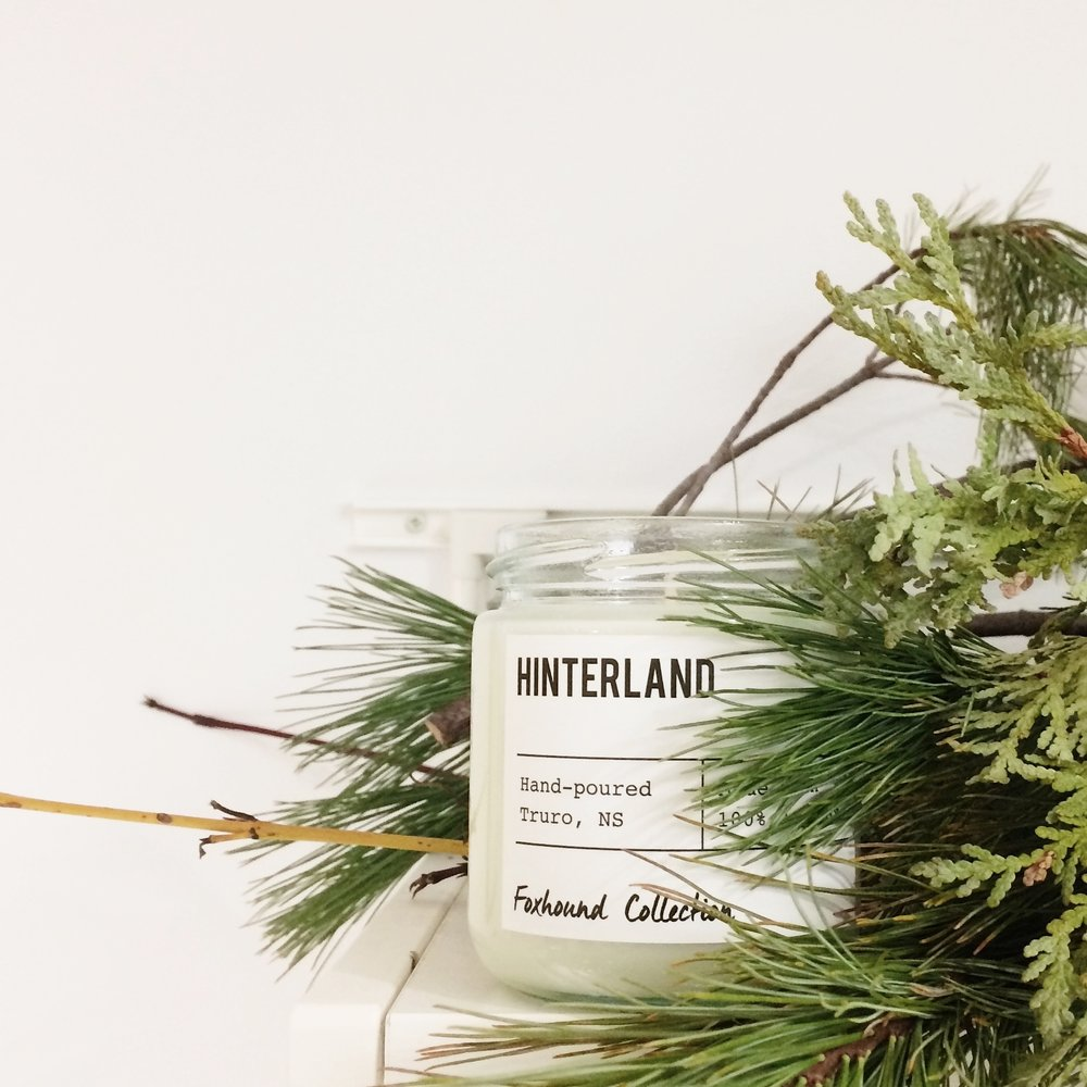 EARLTOWN GENERAL STORE HINTERLAND Meaning 'the land behind', the countryside. This scent is inspired by the general store's beautiful location. The freshest air, fields across the way. Notes of hay, sweetgrass, fresh air and cedar.