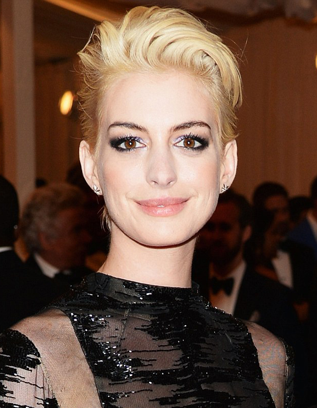 Anne Hathaway Met Ball 2013 hair by Sascha Breuer