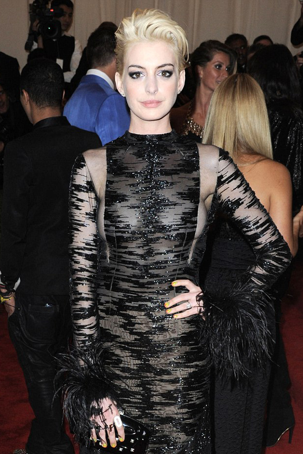 Anne Hathaway Met Ball 2013 hair by Sascha Breuer