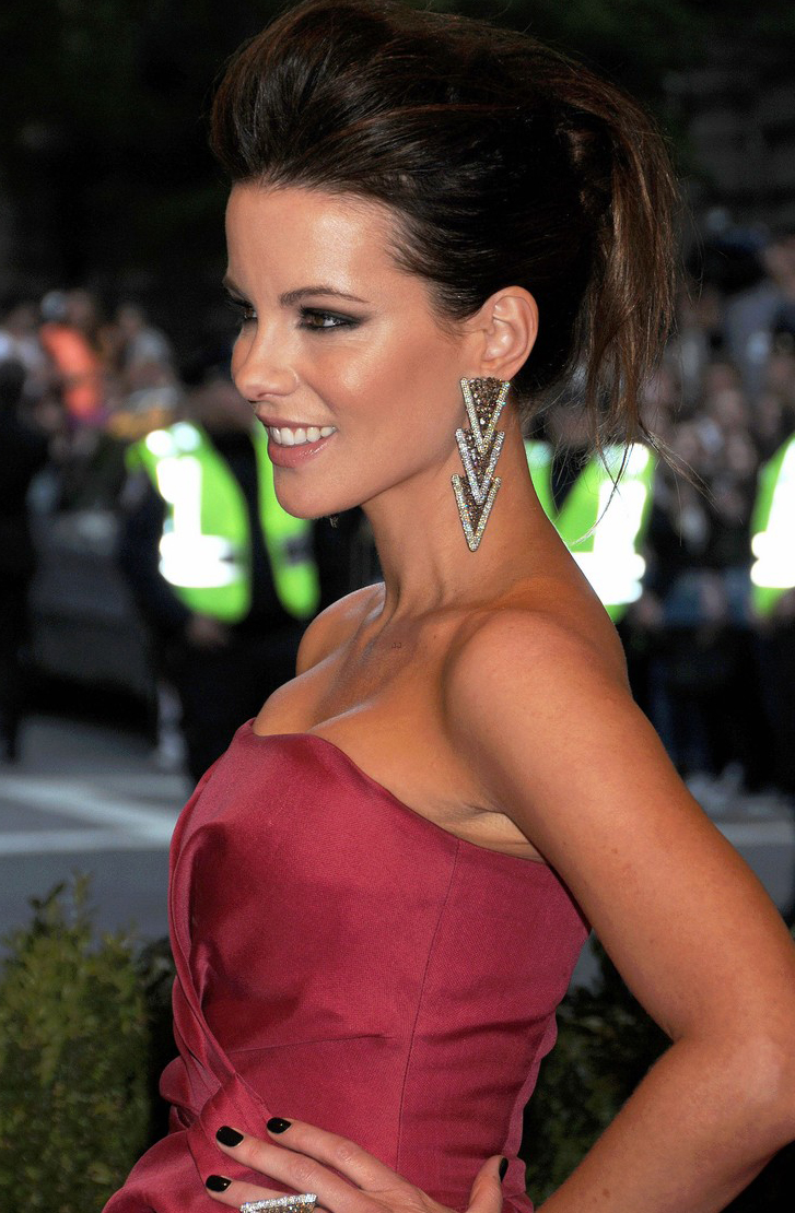 kate-beckinsale-met-ball-2013 hair by sascha breuer