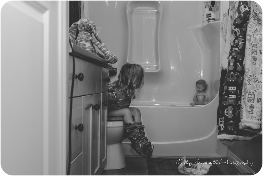 {day 22/366} I have to poop!! She has realized the one bedtime stall tactic we will not ignore. I remember big brother doing the exact same thing. Well played kiddos, well played. So night after night, I sit in this doorway, tired and impatient.