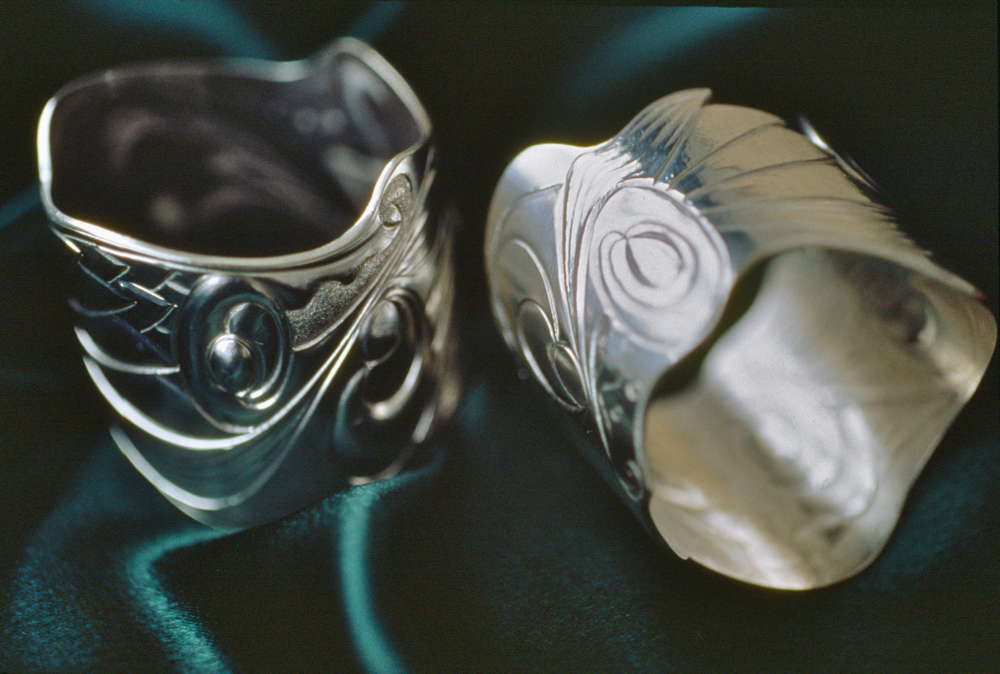 Serviette rings with chased detail