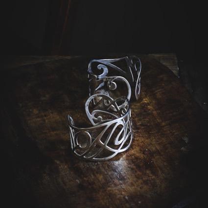 Hand pierced silver cuffs looking lovely in the light ....image thanks to #her_dark_materials 😎 **************************** #handmade #madeinbritain #luxury #silverware #goldsmiths  #shannononeill #design #contemporysilver #bespokesilver #commission #handcrafted  #artistsoninstagram #style #craftsmanship #drink #unique  #wine #her_dark_materials #bracelet  #finejewellery #dayslikethese #cuff #birthday #giftideas