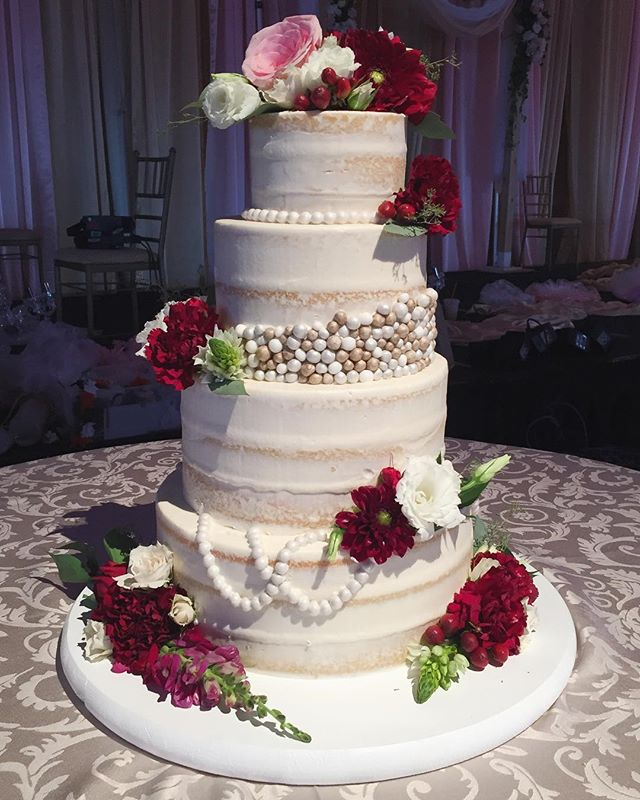 """Who doesn't love fresh flowers?! They're the perfect accent to a simple """"naked cake"""" like the one from this weekend 💐💐💐 #torontowedding #wedding #weddingcake #weddingseason #toronto #cake"""