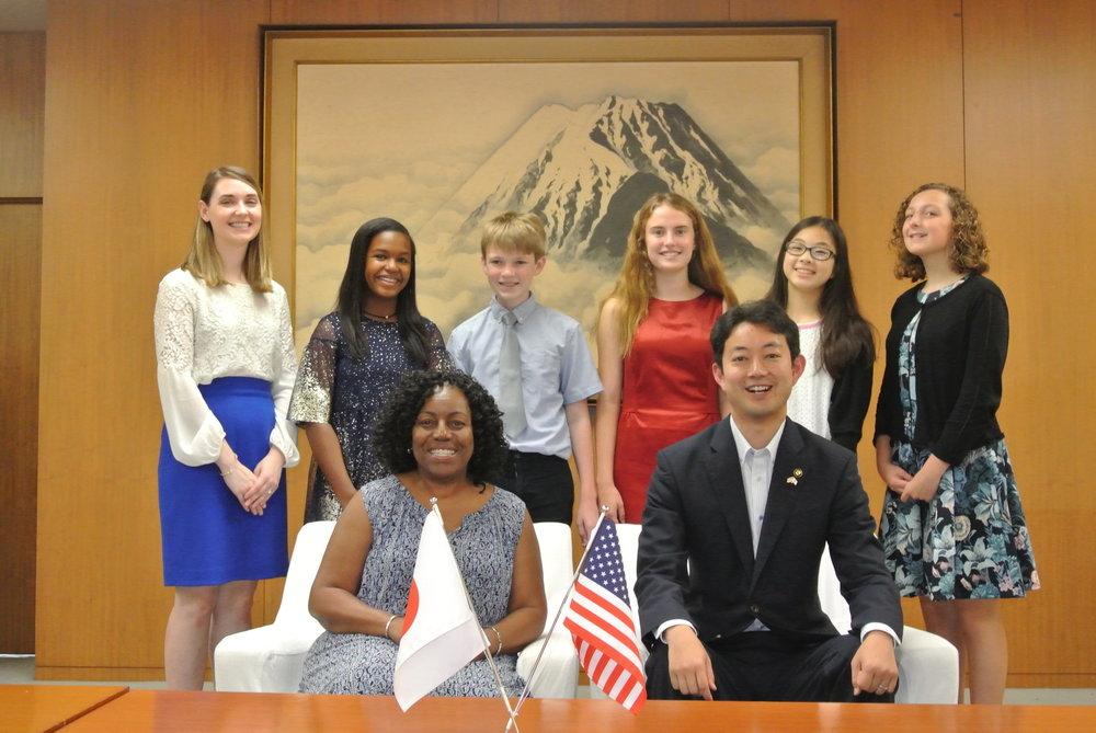 MayorKumagai_with_Youth Ambassadors.jpg