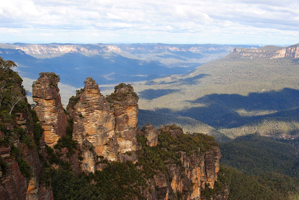 The Three Sisters, on the south edge of Katoomba are the most famous landmark in the Blue Mountains. Image: Wikipedia