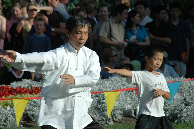 By Peter Harrison from Auckland, New Zealand - Tai Chi Young and Old, CC BY 2.0, https://commons.wikimedia.org/w/index.php?curid=2627918
