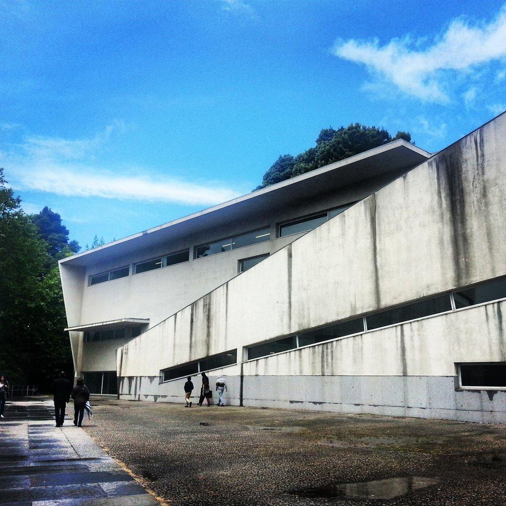 Siza - Escuela de Arq. Oporto 2.jpg