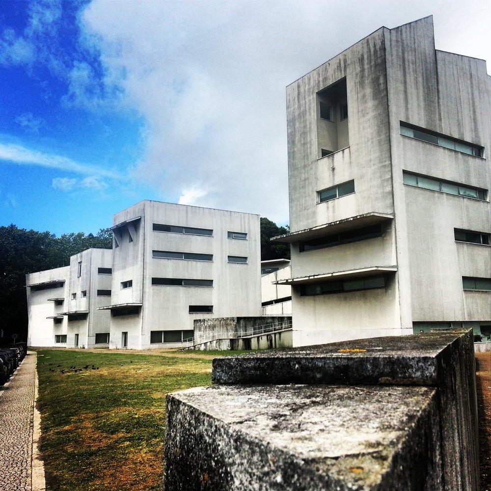 Siza - Escuela de Arq. Oporto.jpg
