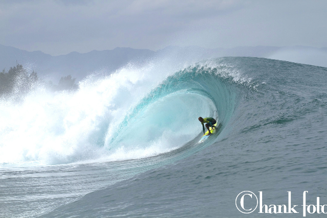 GAVIN BESCHEN_PIPELINE_HAWAII_©HANK FOTO_2 copy.jpg