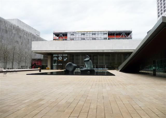 Wohl DIVERSIFIED fireproofed the WORLD FAMOUS Vivian Beaumont Theater at Lincoln Center  (products used were: Cafco 400,CafCo 500 &Sprayfilm WB5)