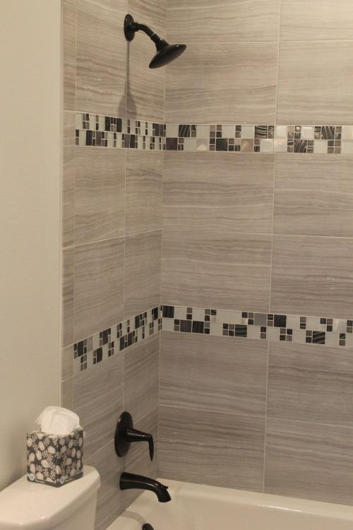 2900 TL Main Bath r.jpg