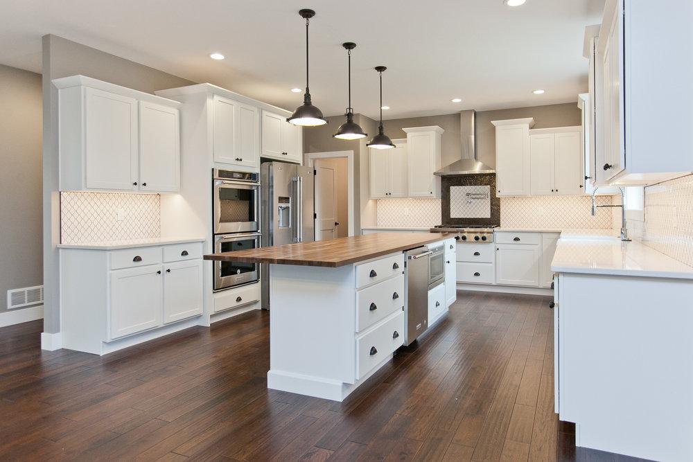 3525 RR Kitchen 7.jpg