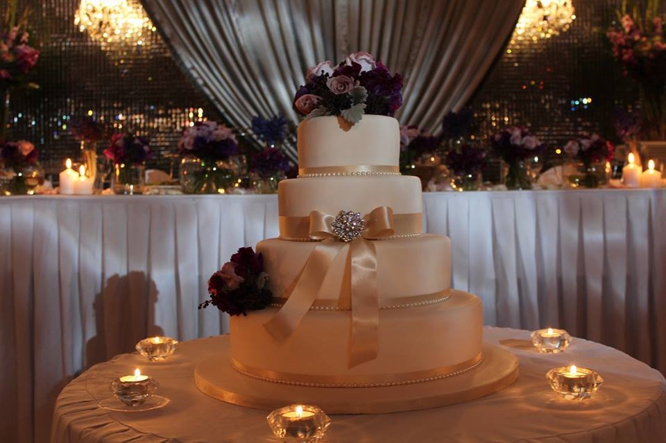 Ribbon and brooch wedding cake