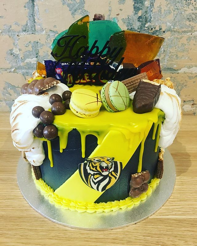 Tigers Drip Cake