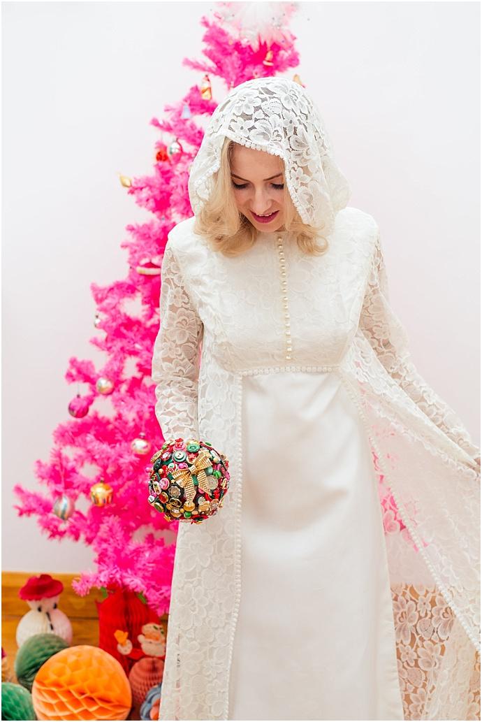 1960s-kitsch-Vintage-Christmas-bridal-Inspiration_0010.jpg