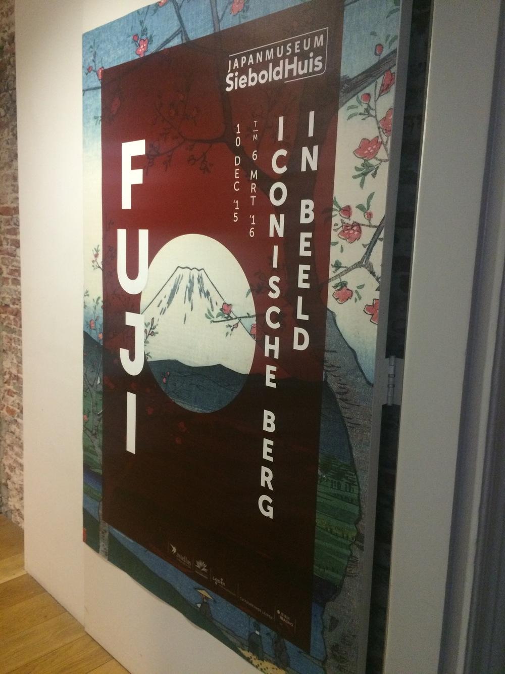 Poster van de tentoonstelling over Fuji.