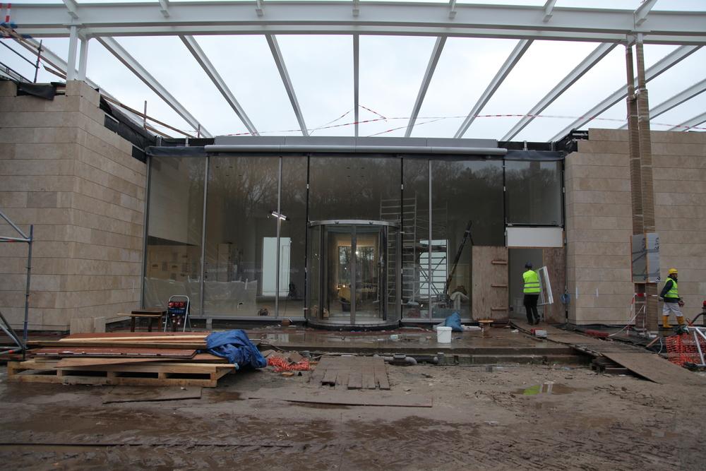 De entree in aanbouw (foto: Museum Voorlinden)