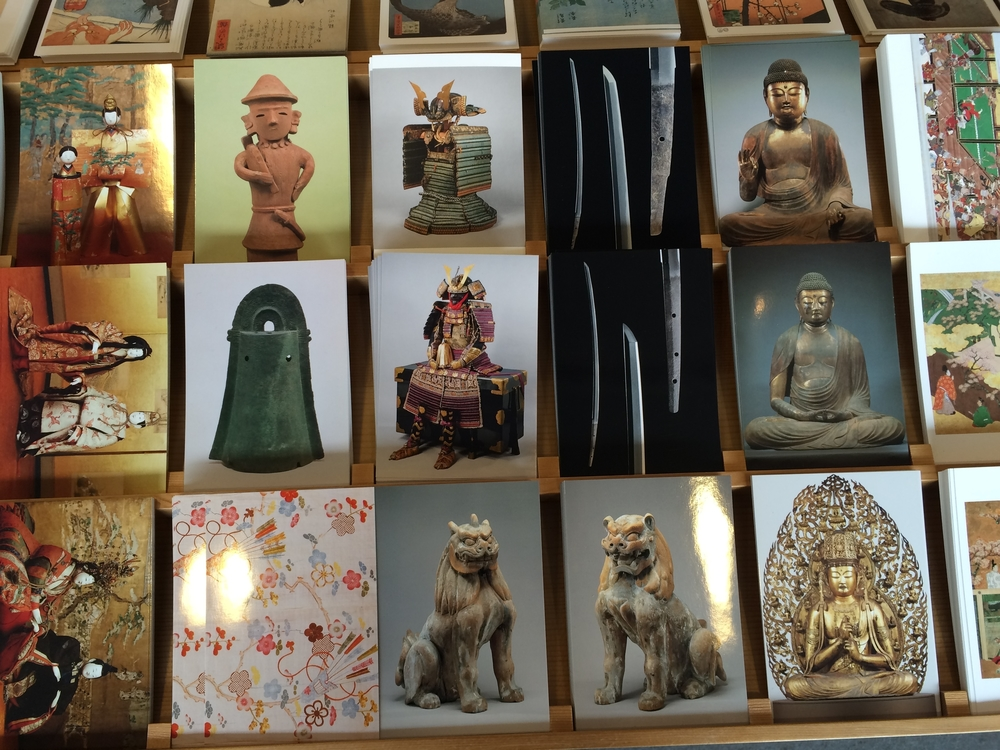 Ansichtkaarten uit de museumwinkel laten zien wat er zoal in de collectie zit
