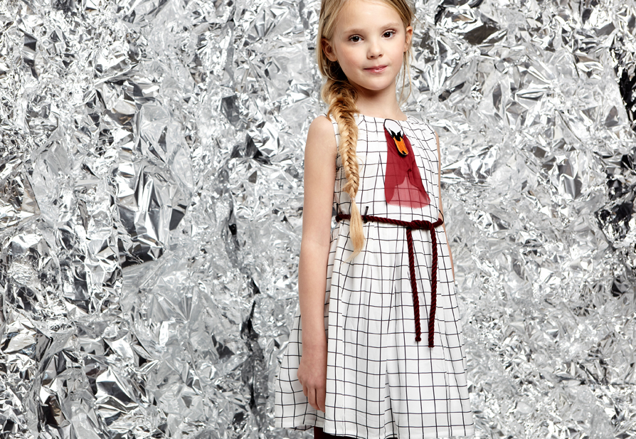Look LIANA dress BlackAndWhite with Burgundy Swan Applique Junior transparent.jpg