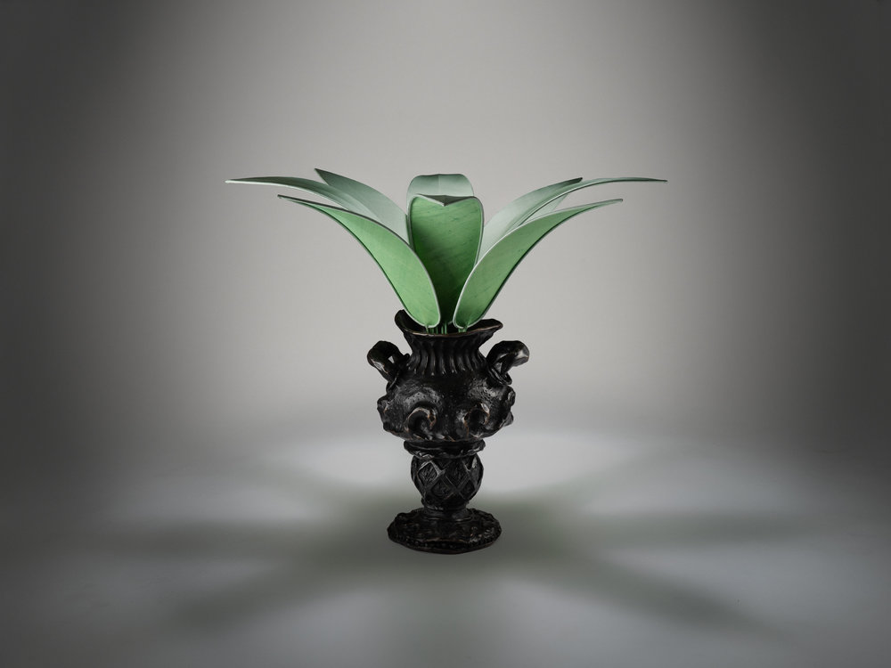 2. MB Table Lamp 'Vase Edward James'.jpg