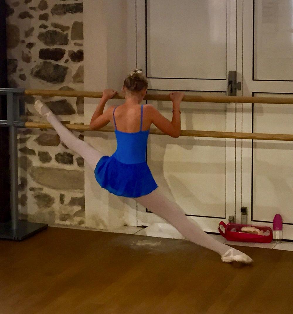 Camille Danse classique La Valette Toulon Barre au sol Pilates enfant adulte 6.jpg