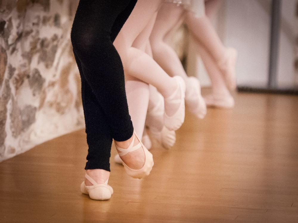 cours ecole danse classique la valette toulon enfant adulte pilates barre au sol eveil initiation debutant pas cher helivision.fr -29.jpg