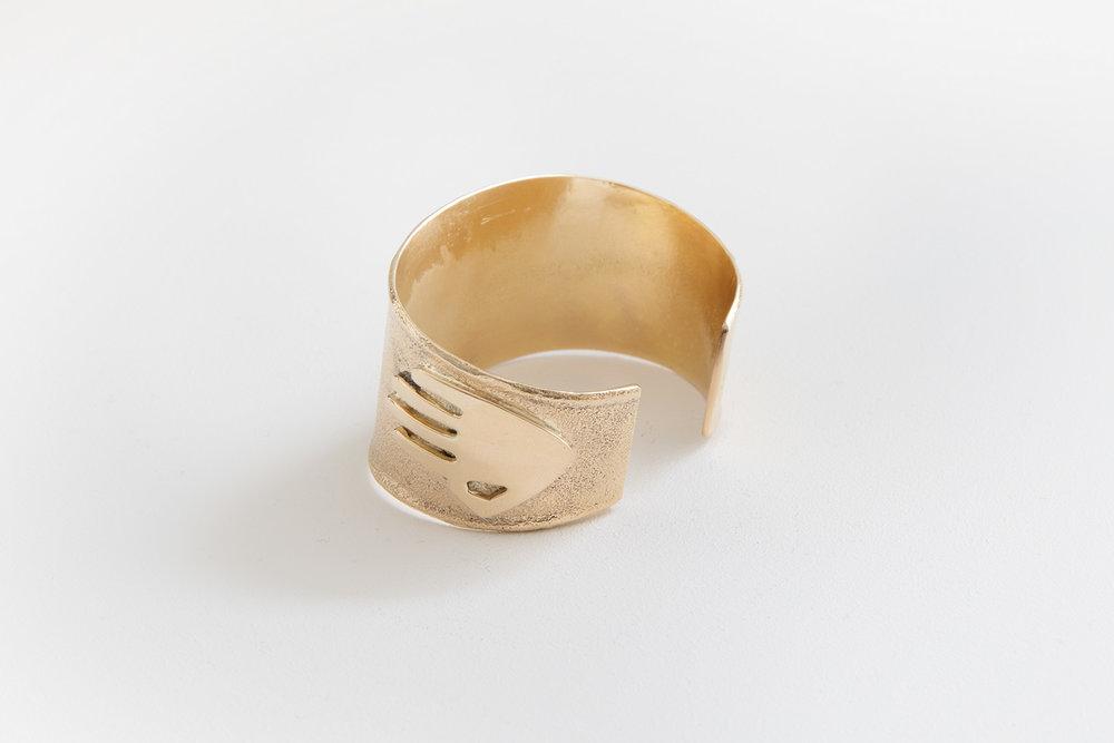 SONWAI - GOLD BRACELET.jpg